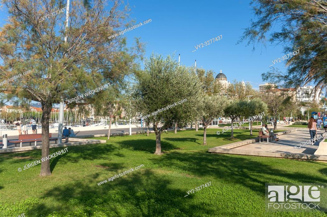 Imagen: Park Jardin Bonaparte, Saint-Raphael, Var, Provence-Alpes-Cote d`Azur, France, Europe.
