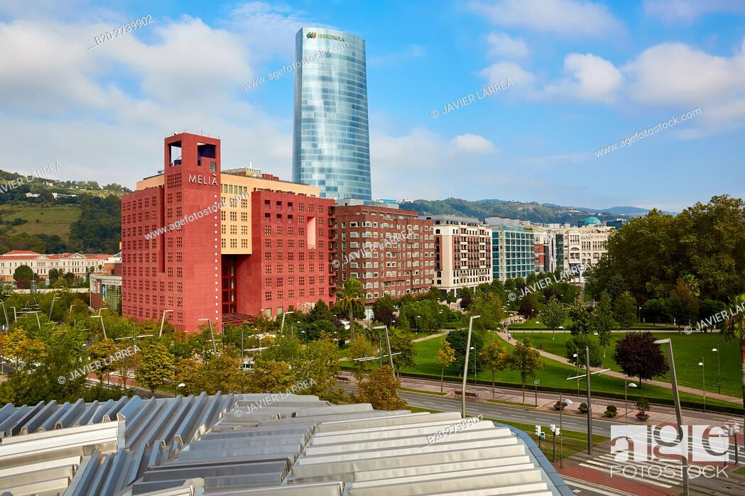 Imagen: Euskalduna Palace, Iberdrola tower, Bilbao, Bizkaia, Basque Country, Spain.