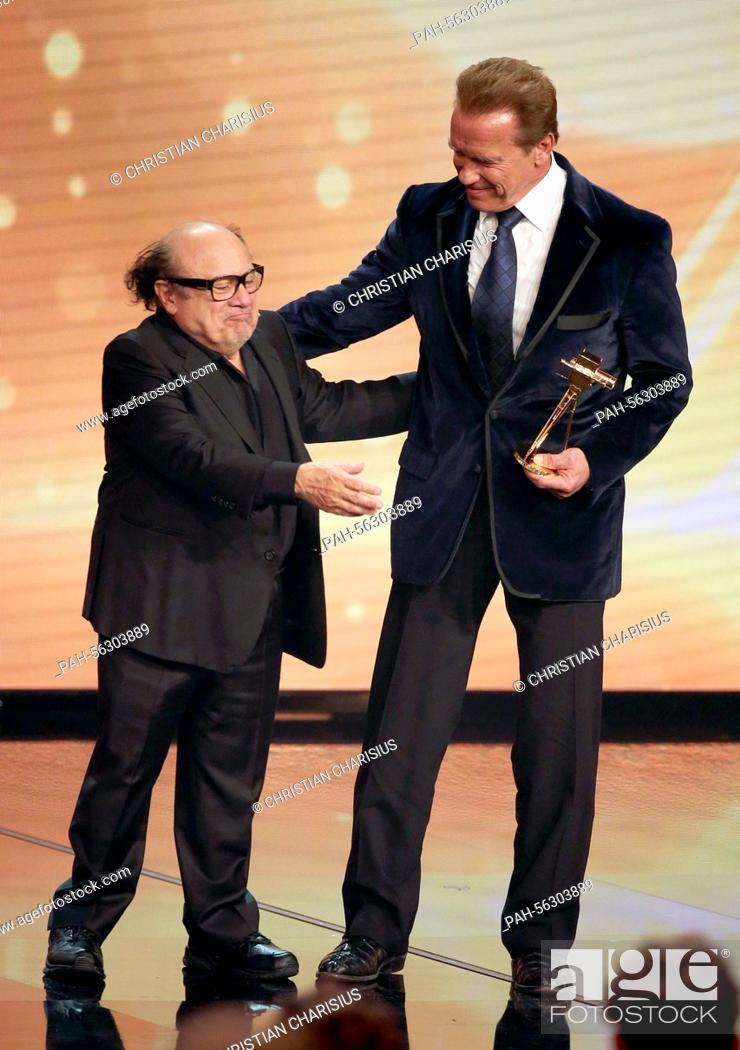 Us Actor Danny Devito L Hands Goldene Kamera Award To Arnold Schwarzenegger During The 50th Stock Photo Picture And Rights Managed Image Pic Pah 56303889 Agefotostock
