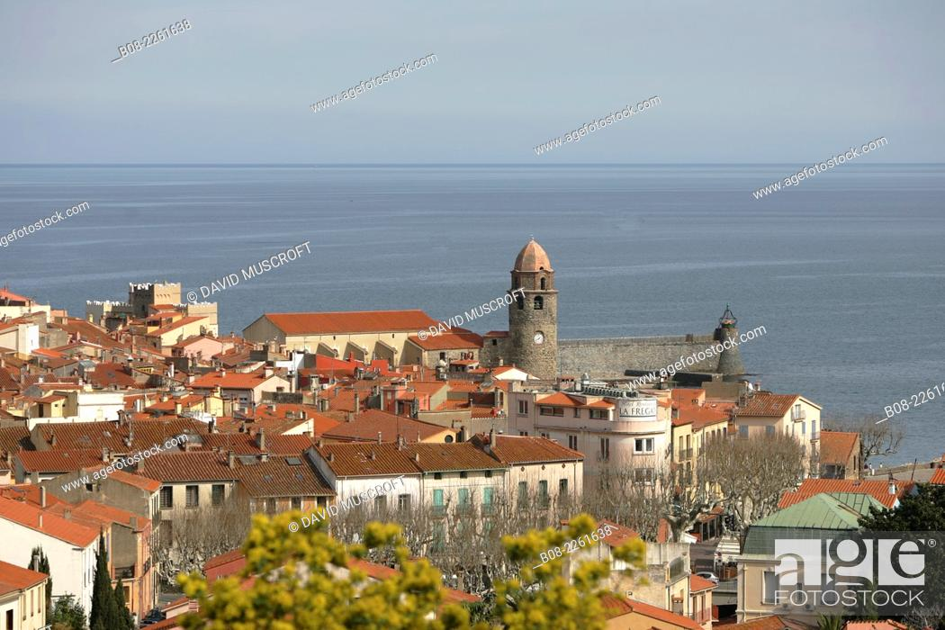 Stock Photo: Collioure harbour and town on the Mediterranean coast, Languedoc, southern France.
