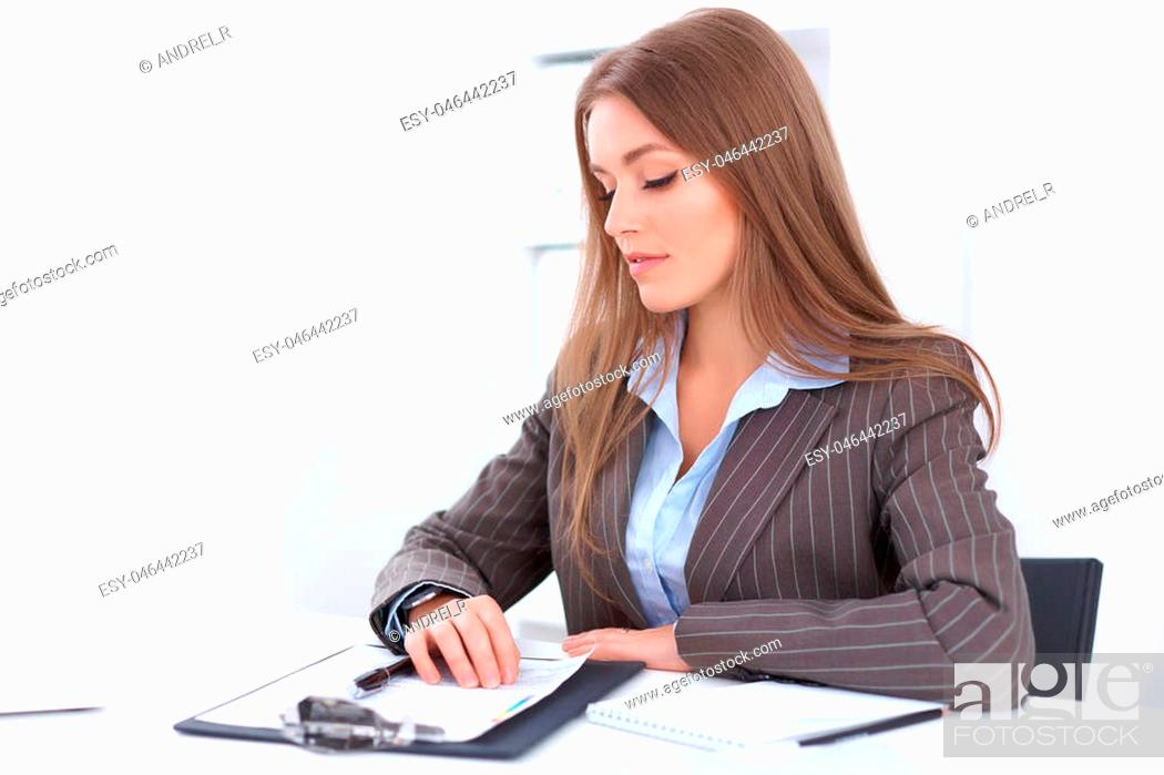 Imagen: Young business woman sitting at the desk on office background.