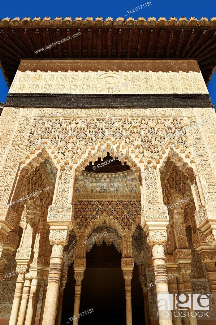 Stock Photo: Arabesque Moorish architectureof the Patio de los Leones (Court of the Lions) of the Palacios Nazaries, Alhambra. Granada, Andalusia, Spain.