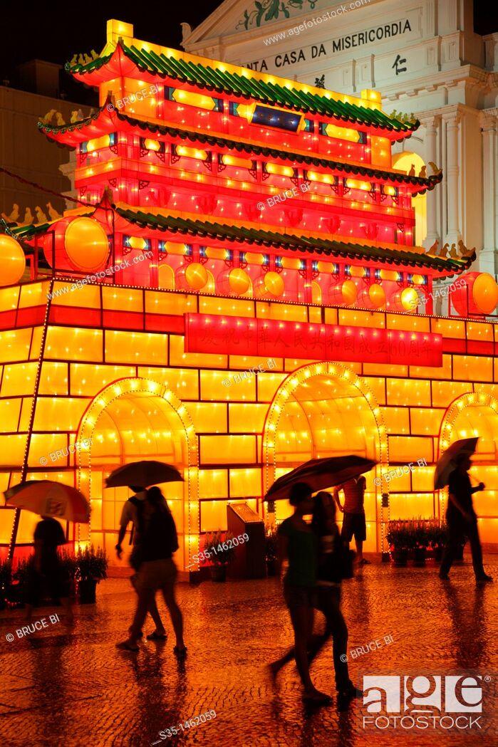 Photo de stock: The night view of Largo de Senado Senado Square with National Day decorations  Macau  China.