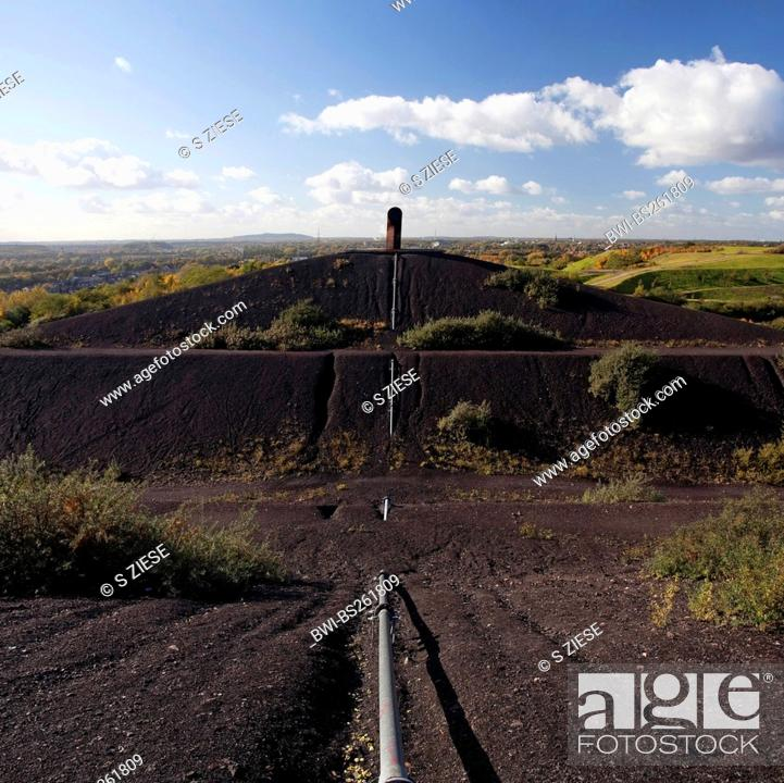 Stock Photo: stockpile Rungenberg with installation 'Nachtzeichen', Germany, North Rhine-Westphalia, Ruhr Area, Gelsenkirchen.
