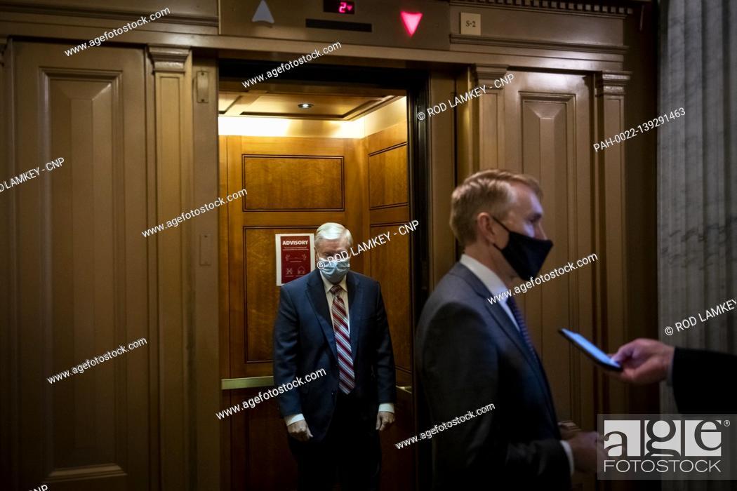 Imagen: United States Senator Lindsey Graham (Republican of South Carolina), left, and United States Senator James Lankford (Republican of Oklahoma), right.