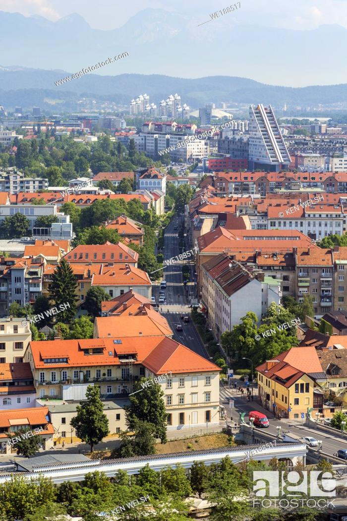 Imagen: Ljubljana, Slovenia. Overall view of the city centre from the Castle.