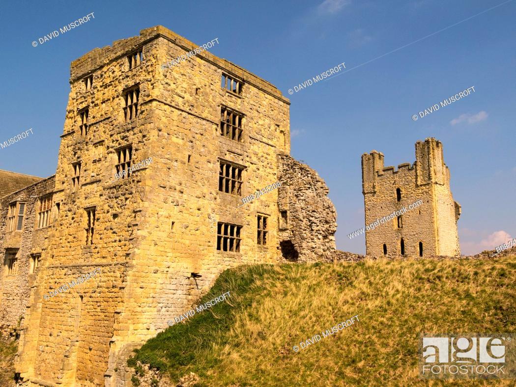 Stock Photo: helmsley Castle, market town of Helmsley, Yorkshire, UK.