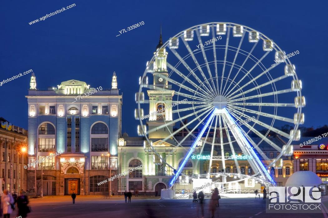 Stock Photo: The ferris wheel in Kontraktova Square, Kiev, Ukraine.