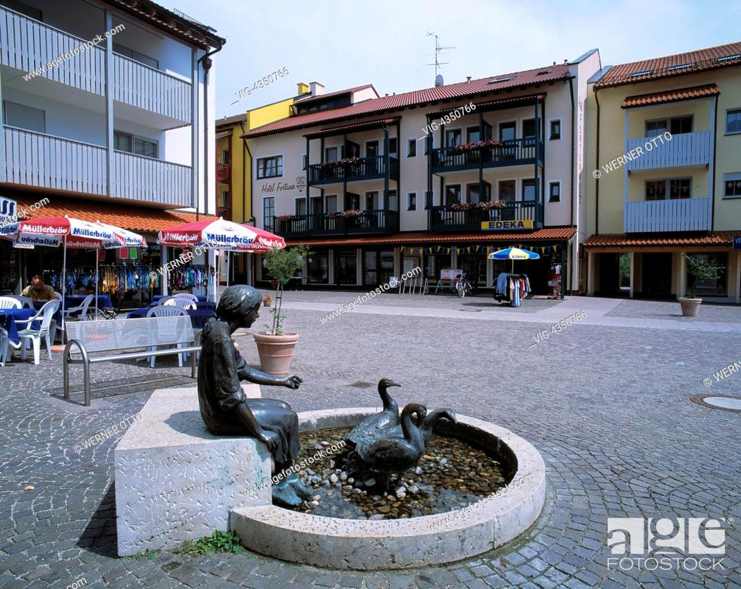 Stock Photo   DEUTSCHLAND, NEUSTADT A.D. DONAU BAD GOEGGING, D Neustadt An  Der Donau Bad Goegging, Abens, Niederbayern, Gaenseliesel Brunnen,  Brunnenfiguren