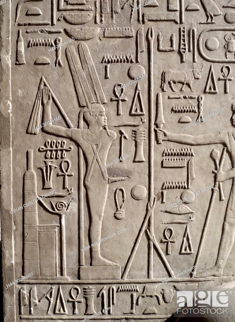 Imagen: Luxor, Egypt, Karnak temple Reliefs and hieroglyphs on the column walls of the so called White Chapel of Sesostris I (Senousert or Senousret I) (1971-1926 b C ).