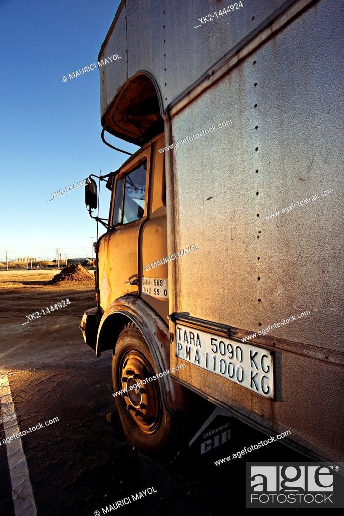 Stock Photo: cabina de un antiguo camión.