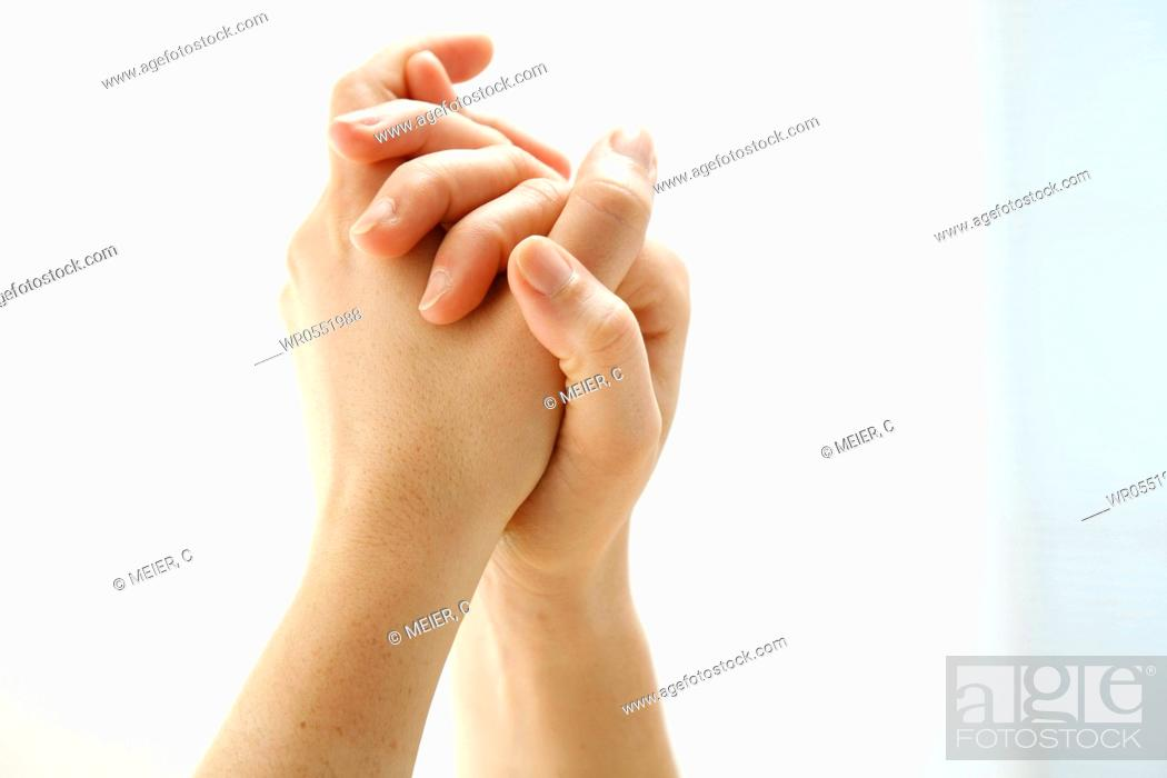 Imagen: two well-groomed hands in front of white background.