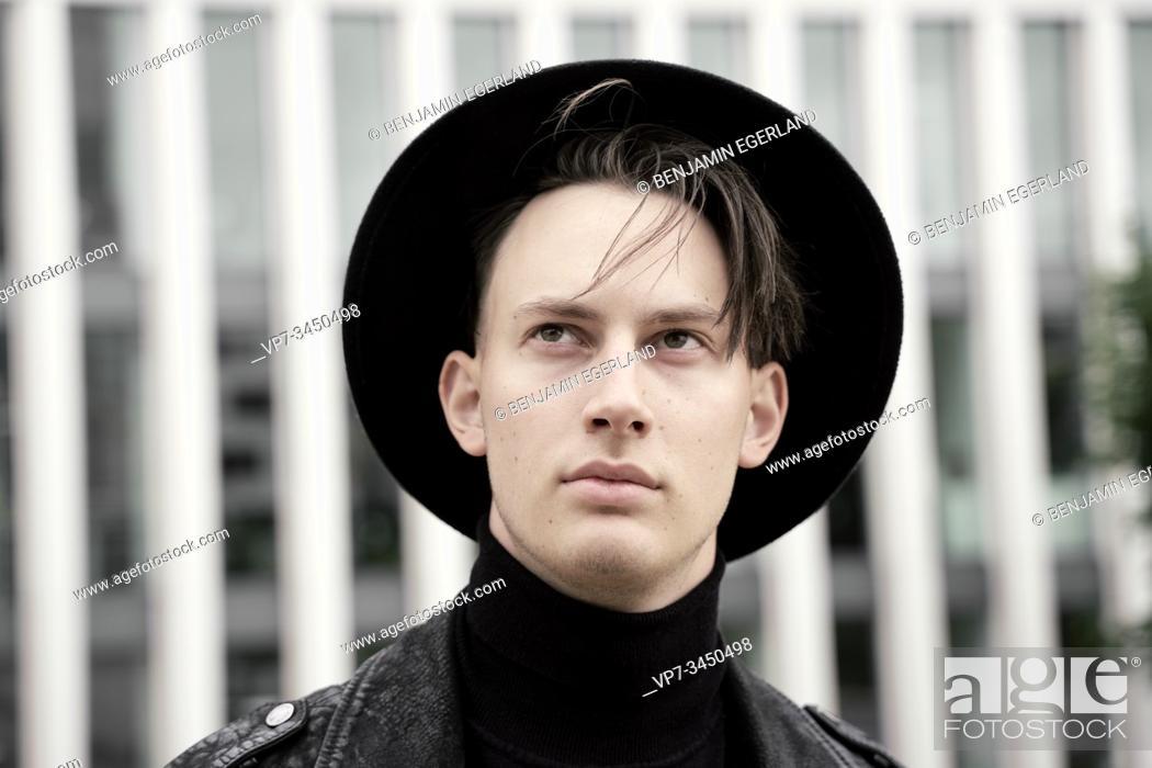 Imagen: Portrait of man wearing hat. Munich, Germany.