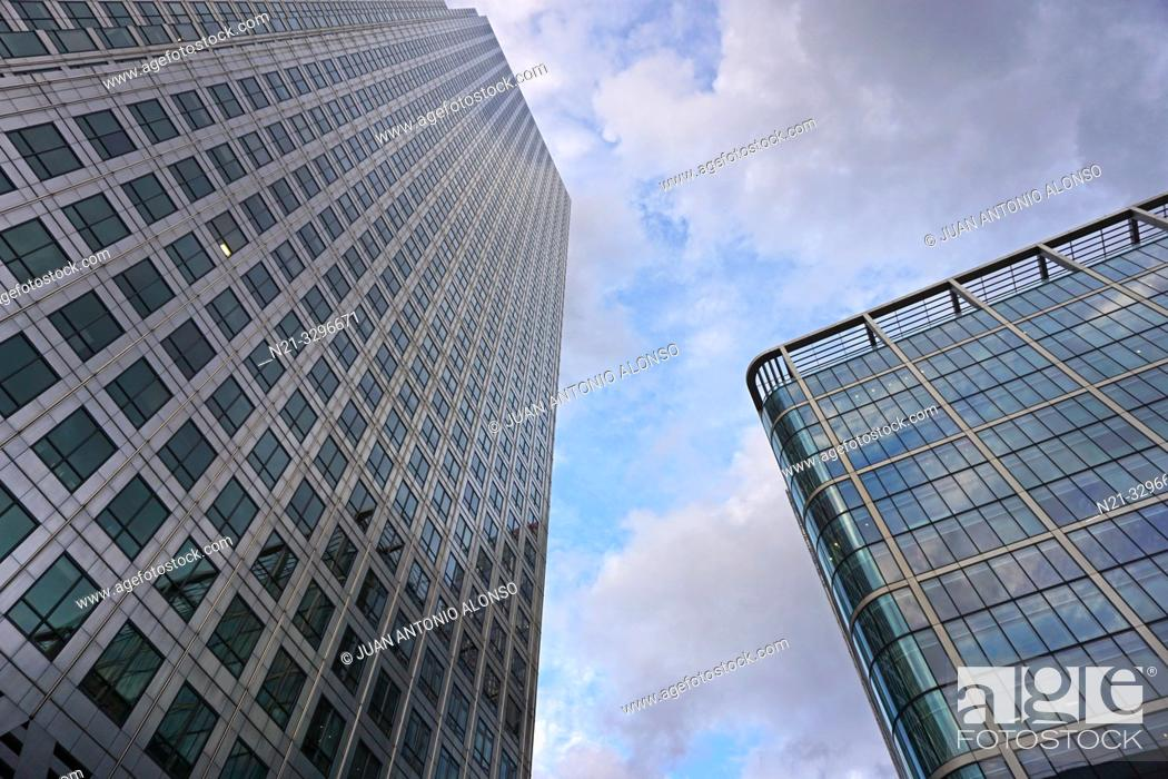 Imagen: The One Canada Square Building on the left and the 20 Canada Square Building on the right. Canary Wharf. London, England, Great Britain, Europe.