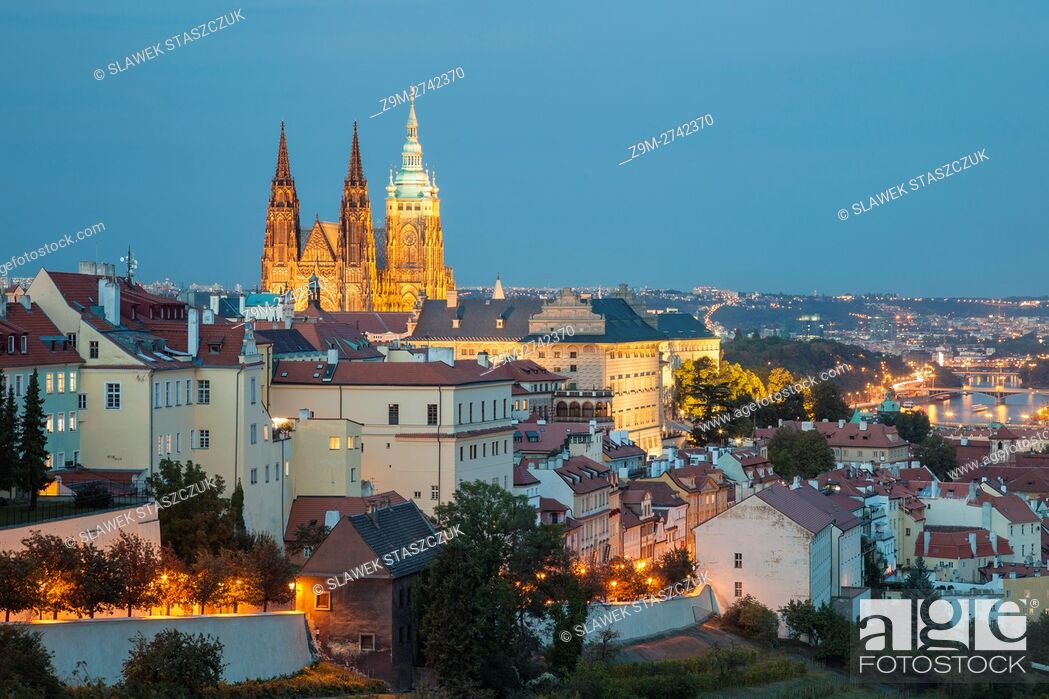 Imagen: Night falls at Hradcany, Prague, Czech Republic.
