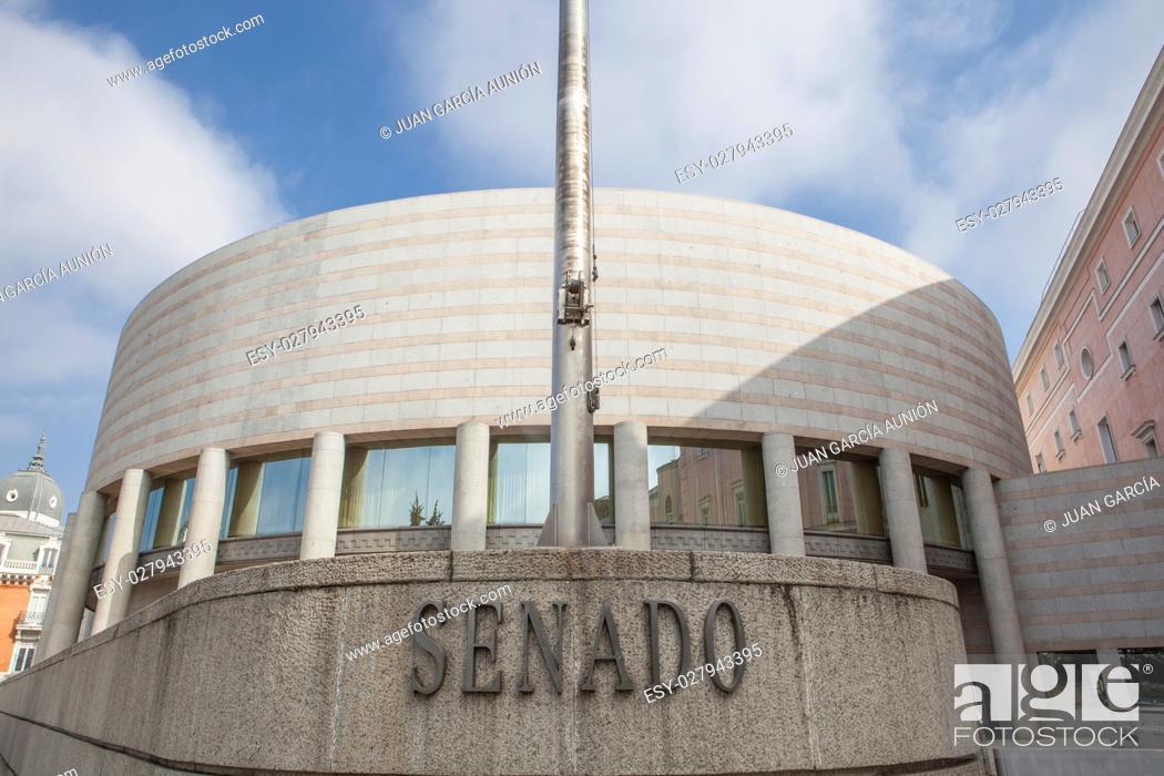 Imagen: Spanish senate building in Madrid, Spain.