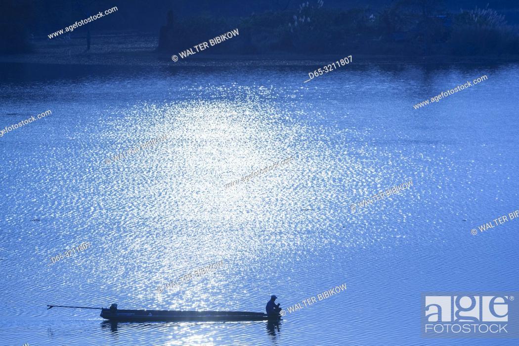 Imagen: Laos, Sainyabuli, Nam Tien Reservoir, boats.
