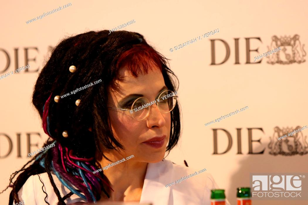 Imagen: The Finnish-Estonian writer Sofi Oksanen presents her book 'When the Doves Disappeared' at the ZEIT publishing house stage during the Frankfurt Book Fair in.