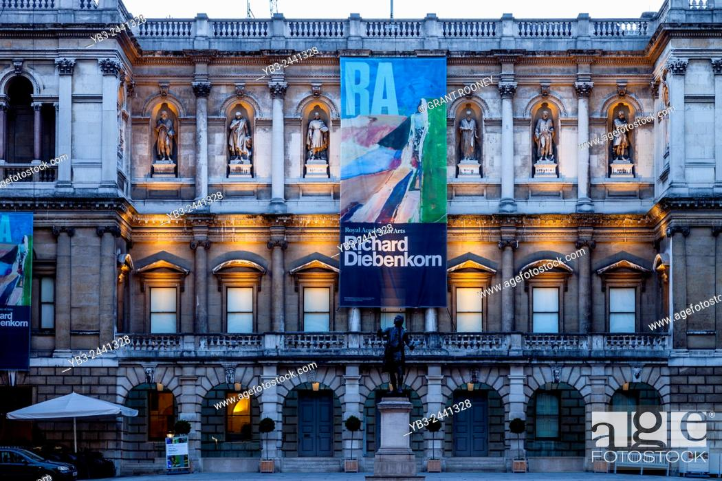 Stock Photo: The Royal Academy of Arts Building, Piccadilly, London, England.