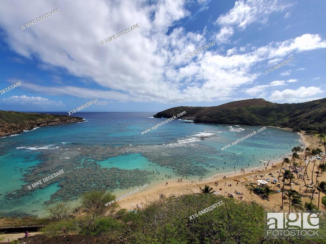 Photo de stock: Hanauma Bay, Oahu Island, Hawaii, is world renowned for snorkeling, and deep sea diving.