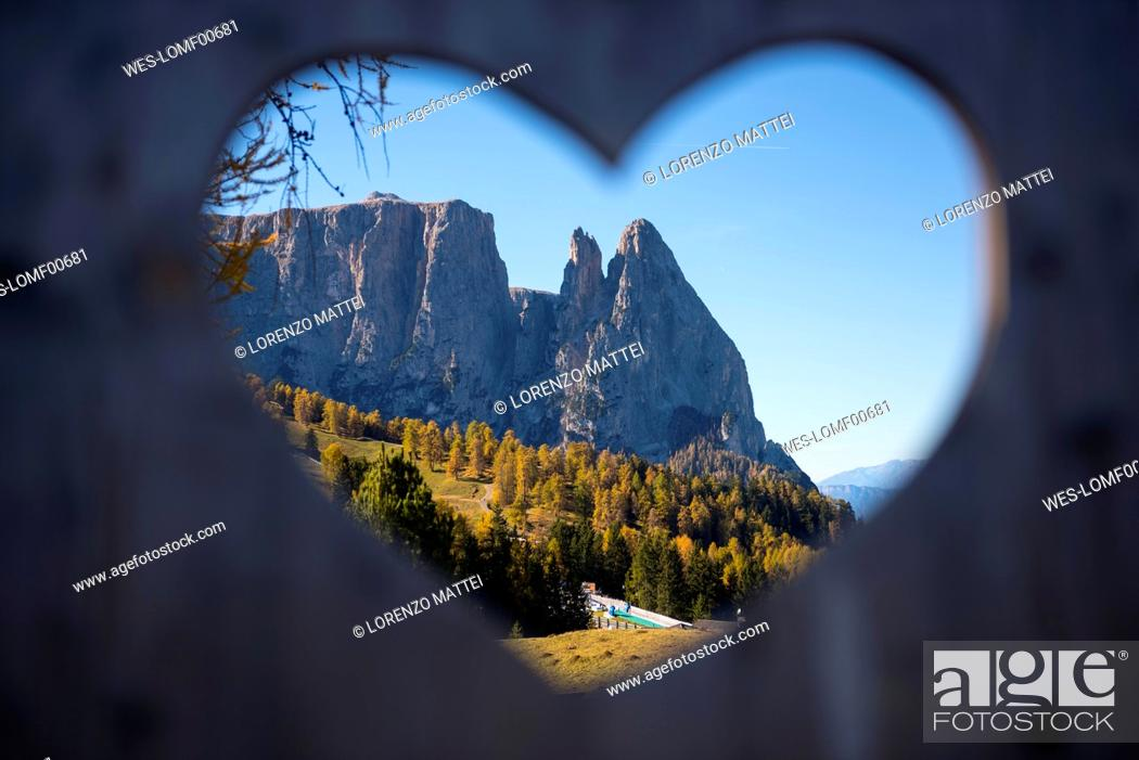 Stock Photo: Italy, South Tyrol, Seiser Alm, Schlern in autumn, framed in a hearth.