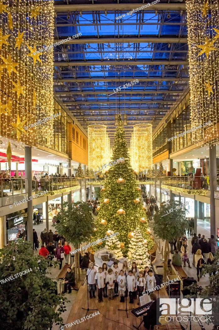 Weihnachtsbeleuchtung Berlin.Potsdamer Platz Akaden Weihnachtsbeleuchtung Berlin Stock Photo