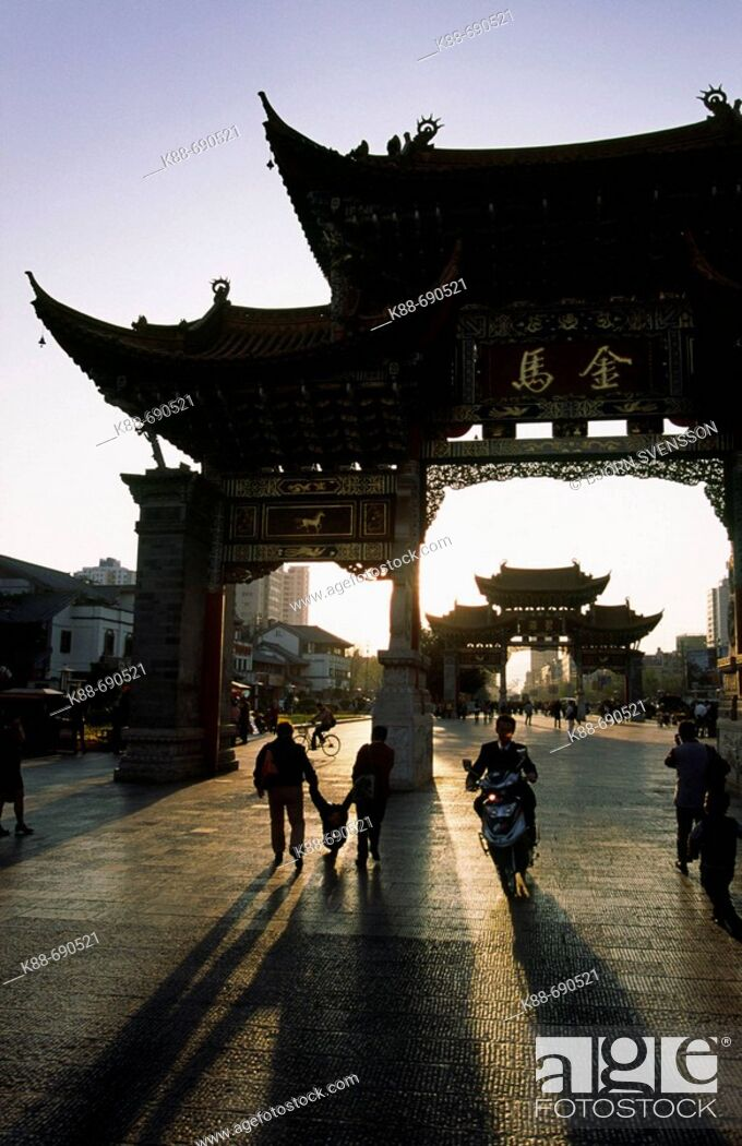 Stock Photo: Kunming city centre, Jinbi Lu street, Yunnan, China.