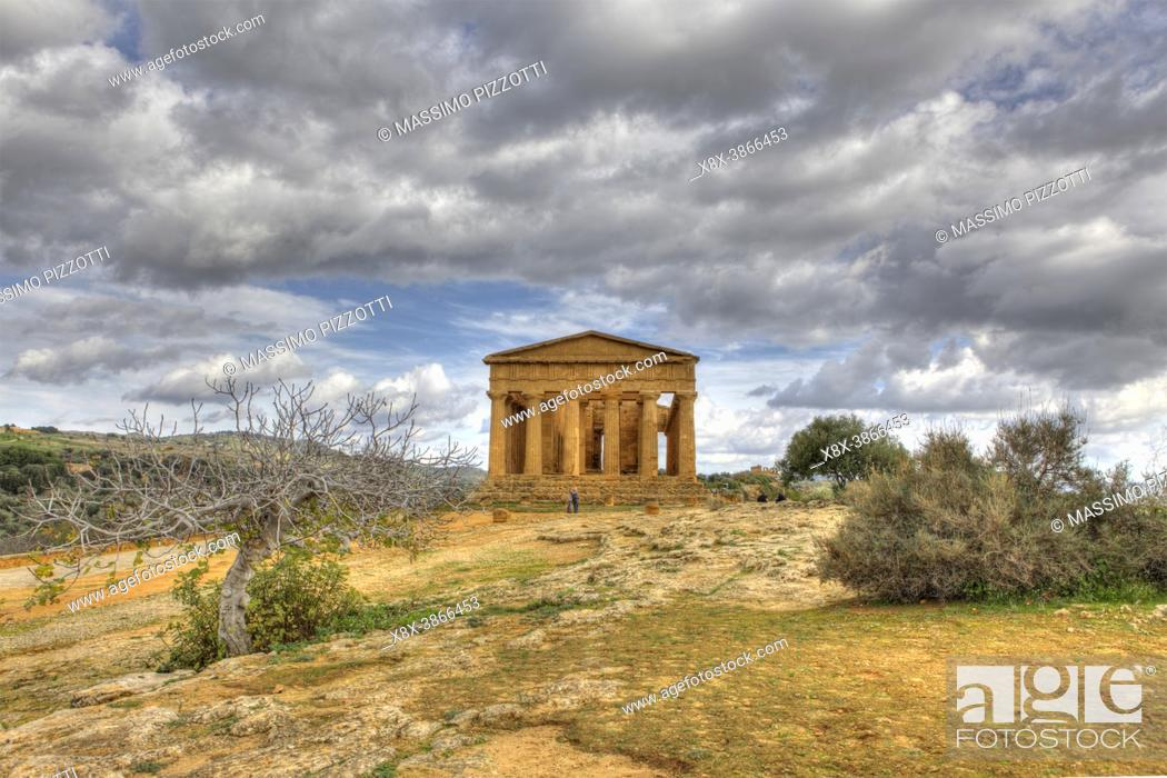 Stock Photo: The Temple of Concordia at dusk, Valley of the Temples, Agrigento, Sicily, Italy.