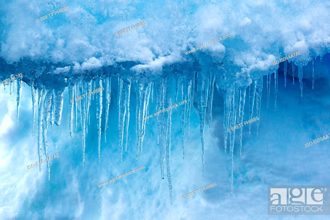 Imagen: Detail of icicles, iceberg, ice floe in the southern ocean, 180 miles north of East Antarctica, Antarctica.
