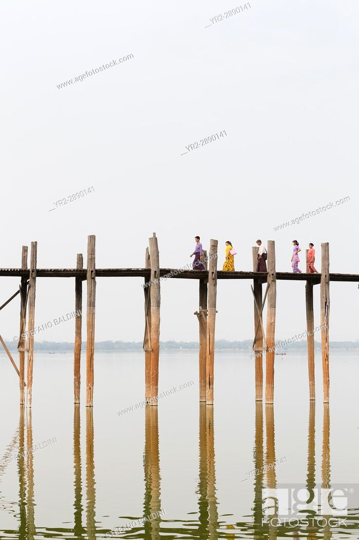 Stock Photo: U Bein bridge, Amarapura's Taungmyo lake, Mandalay region, Myanmar.