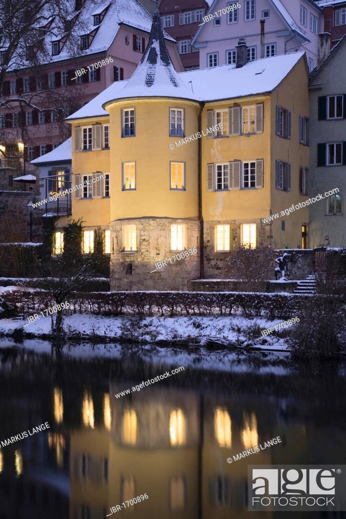 Imagen: Hoelderlinturm tower in winter, Tuebingen, Baden-Wuerttemberg, Germany, Europe.