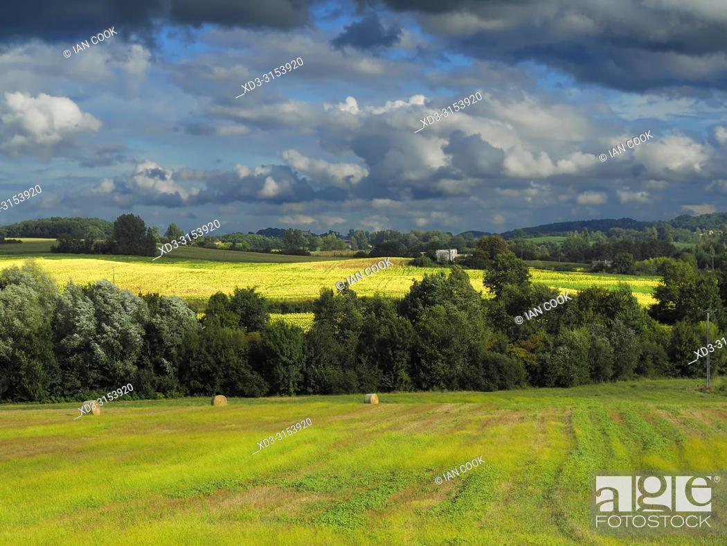 Photo de stock: landscape near Lauzun, Lot-et-Garonne Department, Nouvelle-Aquitaine, France.