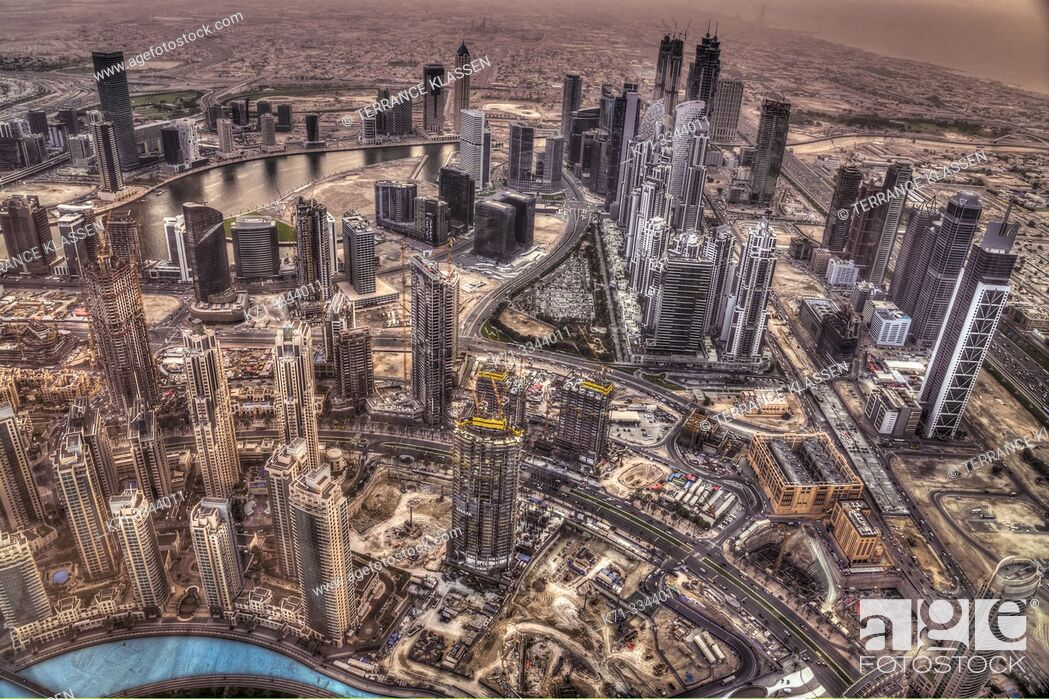 Imagen: A view of the city skyline from Burj Khalifa in Dubai, UAE, Middle East.