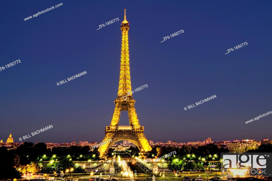 Imagen: France Night Wonderful color of Eiffel Tower in Paris France.