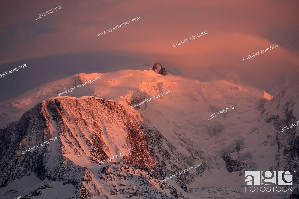 Stock Photo: France, Haute-Savoie (74), Alps, Mont Blanc mountain range on sunset, lenticular cloud.
