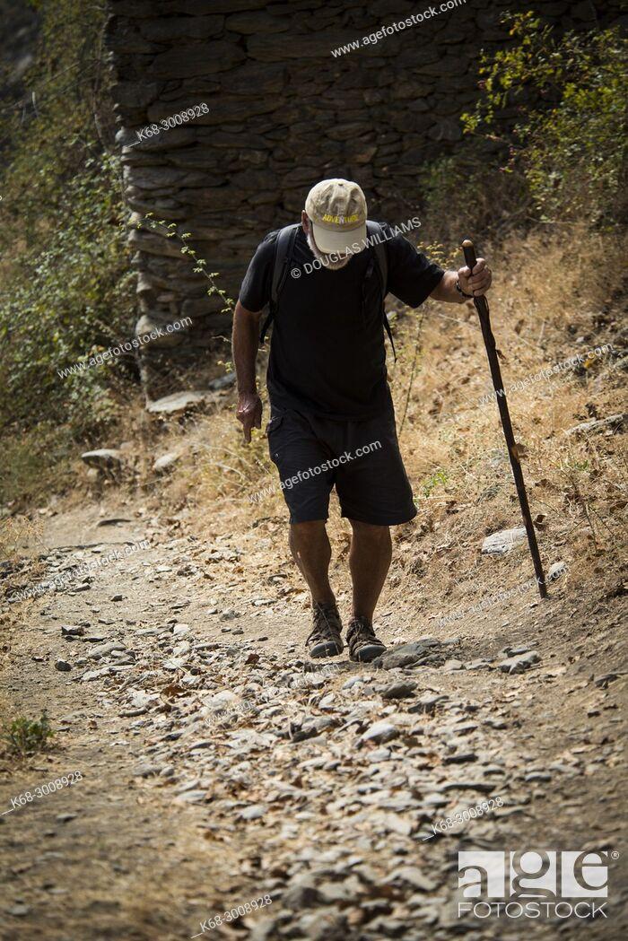 Imagen: A man, 79, hiking in the Alpujarras, near Capileira, Andalucia, Spain.