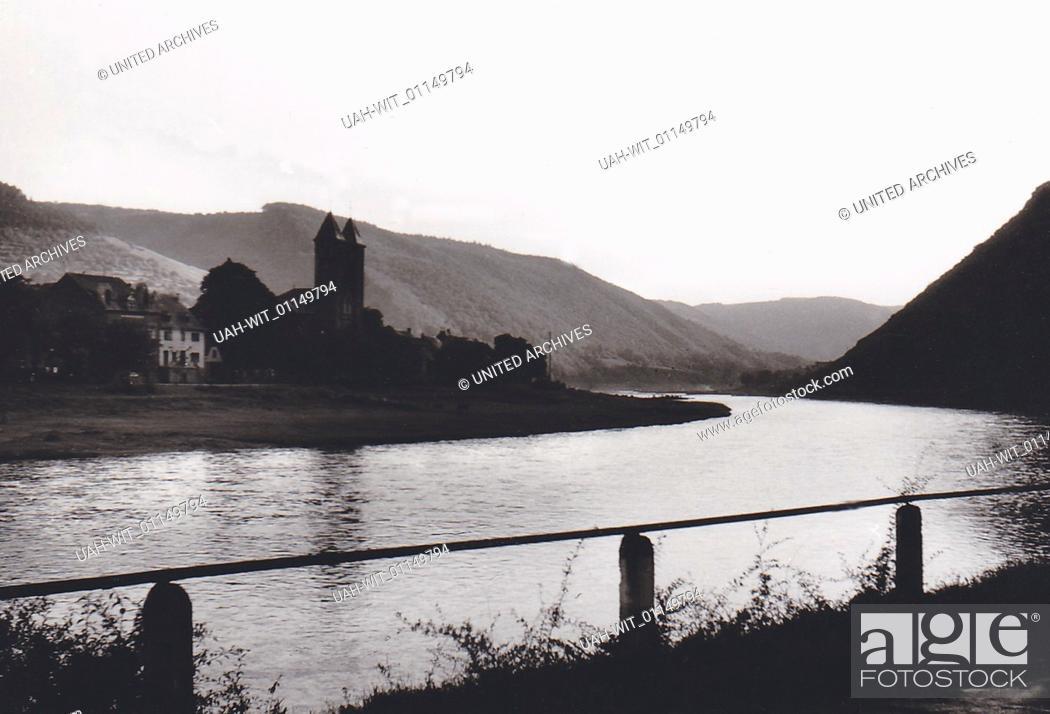 Stock Photo: Die Ortschaft Ernst an der Mosel., Sammlung Wittmann.