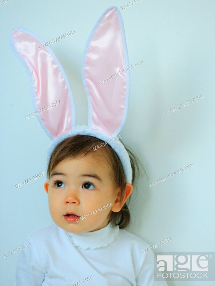 Imagen: Close-up of a baby girl wearing a rabbit costume.