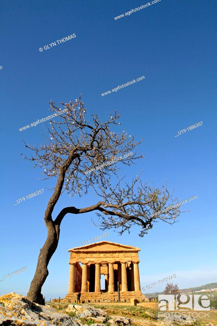 Stock Photo: Temple of Concordia, Valley of the Temples, Agrigento, Sicily, Italy.