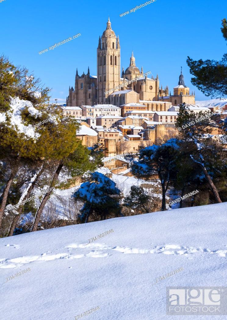 Stock Photo: Catedral, city wall and Judería (Jewish Quarter). Segovia. Castile-Leon, Spain.
