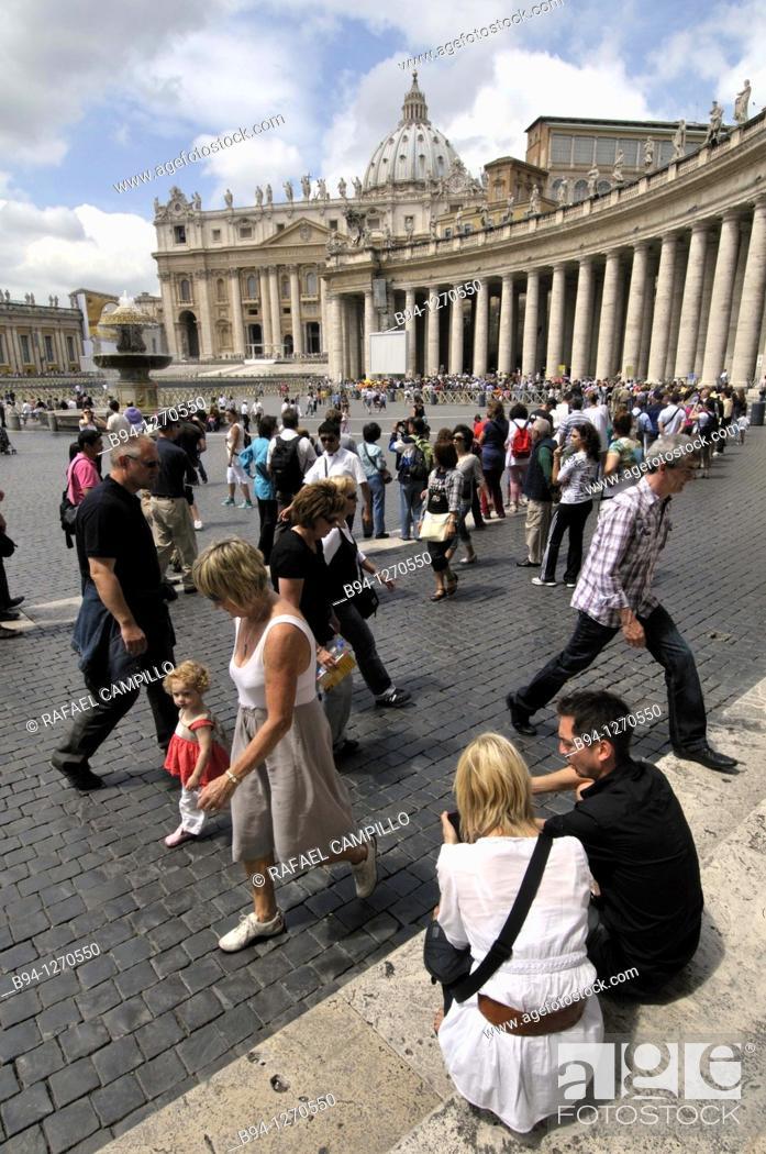 Stock Photo: St. Peter's square, Bernini's colonnade and St. Peter's Basilica. Vatican city. Rome, Italy.