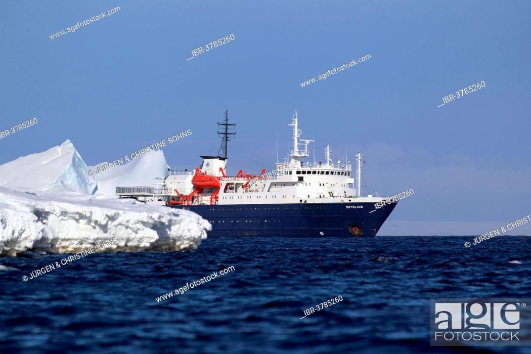 Imagen: Expedition ship MS Ortelius, Weddell Sea, Antarctica.