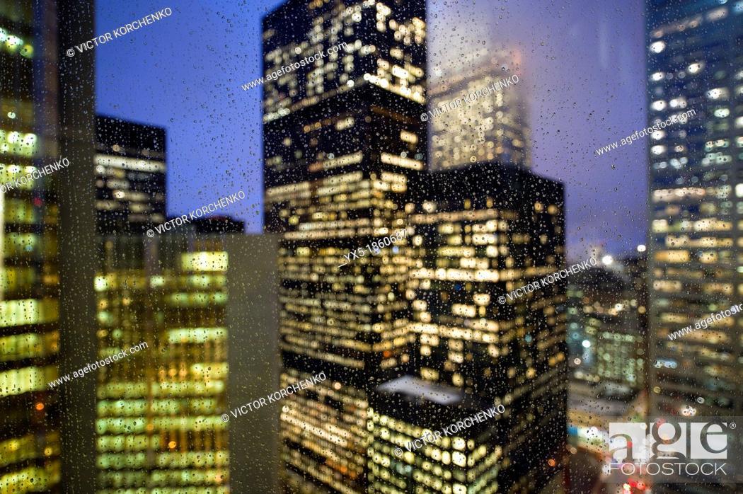 Imagen: Downtown lights in the rain.