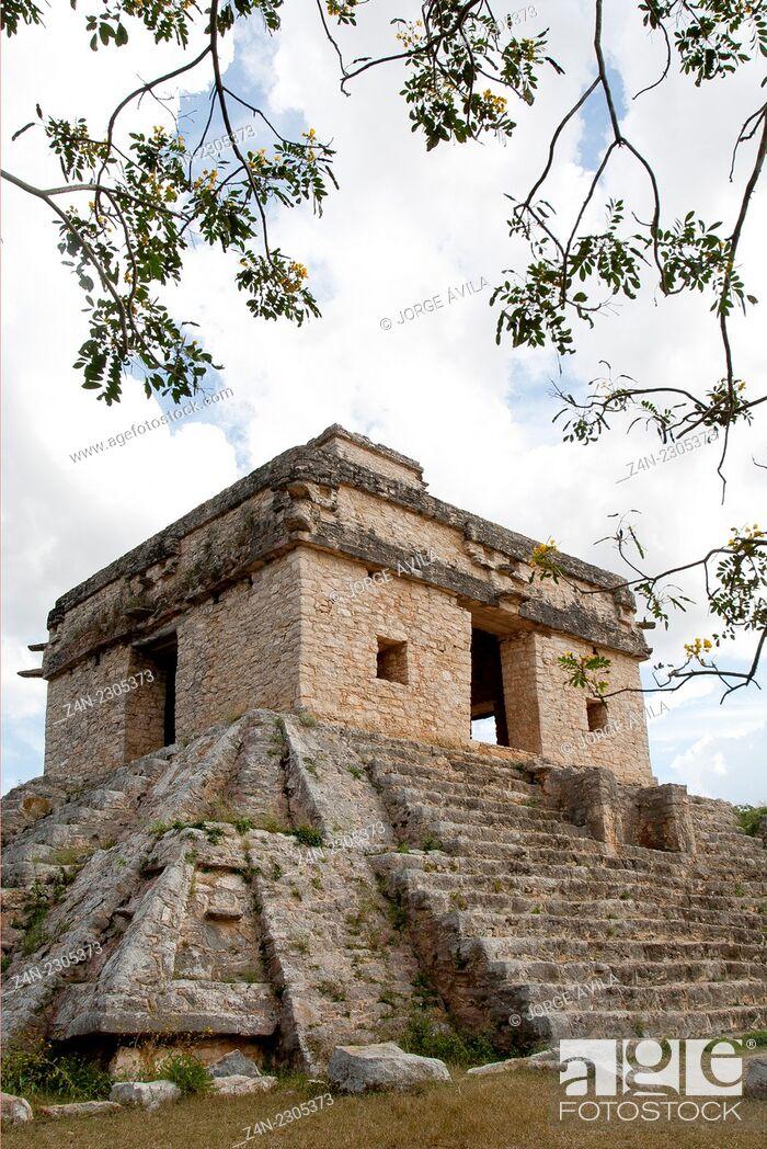 Imagen: Dzibilchaltun, Maya site.