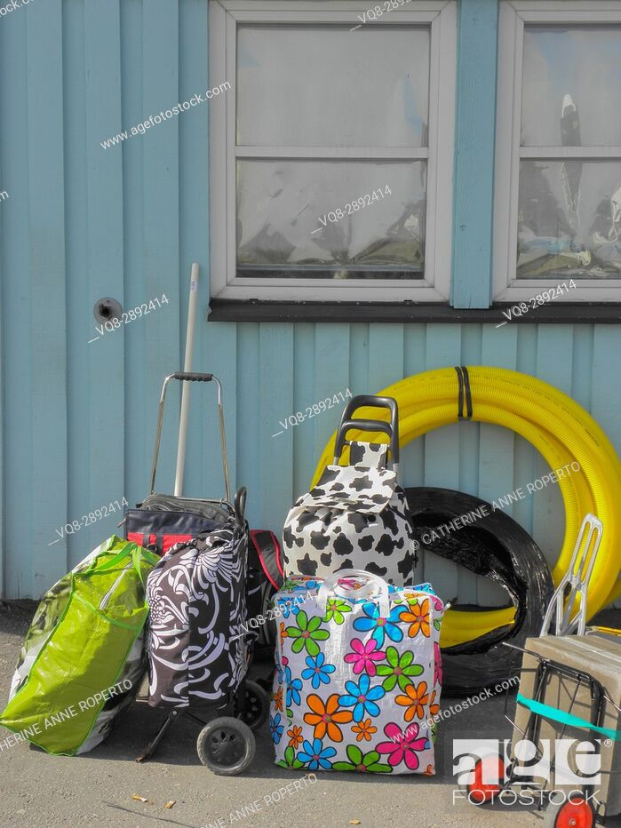 Imagen: Brightly coloured luggage on the quayside waiting to board the ferry near Gothenburg, Sweden.