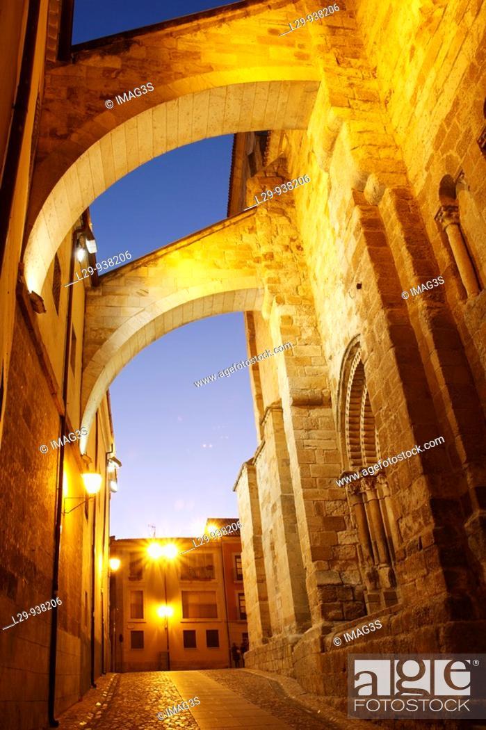 Stock Photo: San Pedro and San Ildefonso church, Zamora, España.