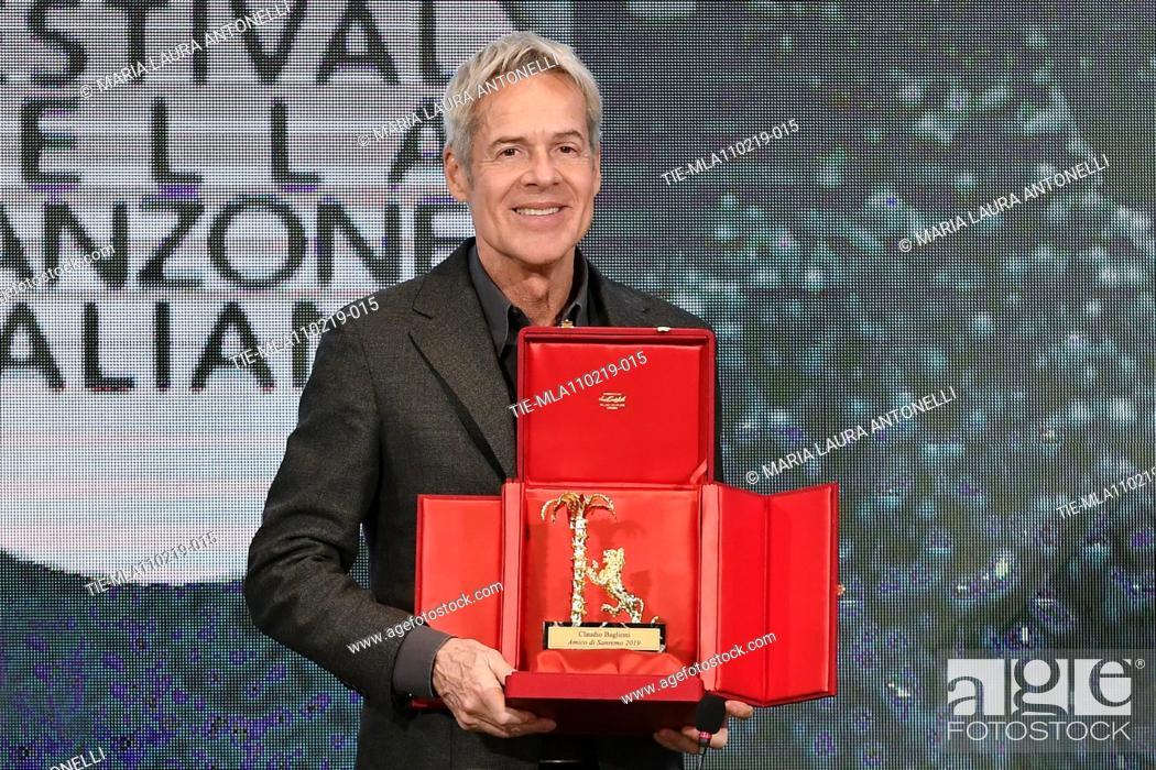 Imagen: Claudio Baglioni receives the 'Amico di Sanremo ' Award (Friend of Sanremo) during the final press conference of 69th Sanremo Music Festival, Sanremo.