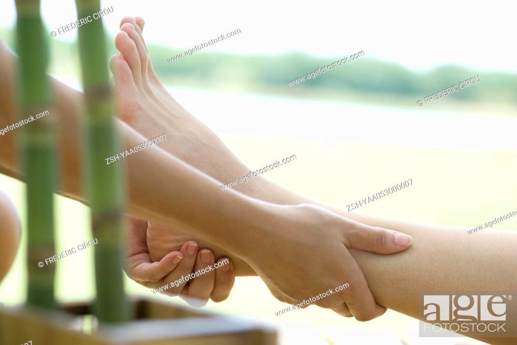 Photo de stock: Woman receiving leg massage.