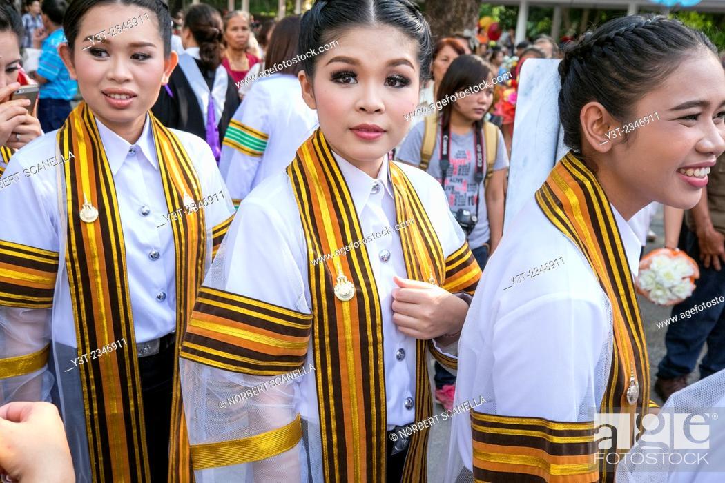 Stock Photo: Asia. Thailand, Chiang Mai. Rajamangala University of Technology Lanna. Ceremony graduates.