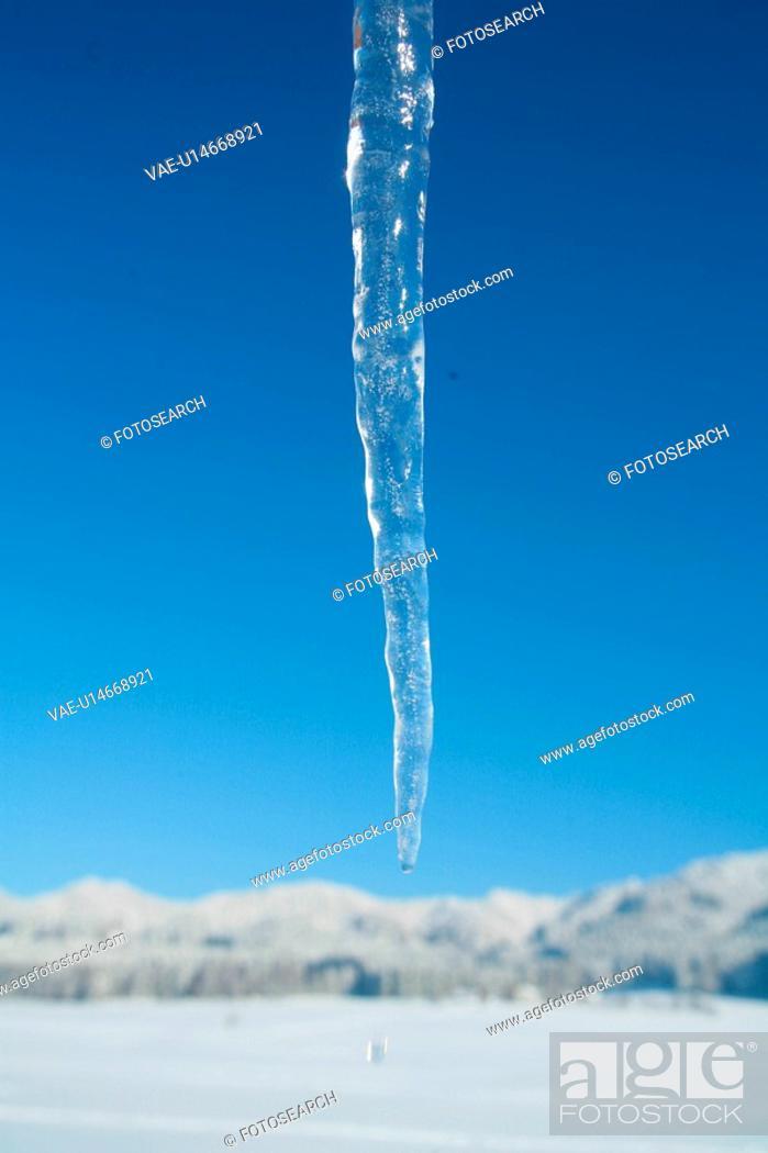 Stock Photo: details, outline, shimmer, sparkle, icicle, iceflower, melt.
